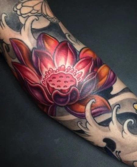 Tatouage d'un lotus en japonais