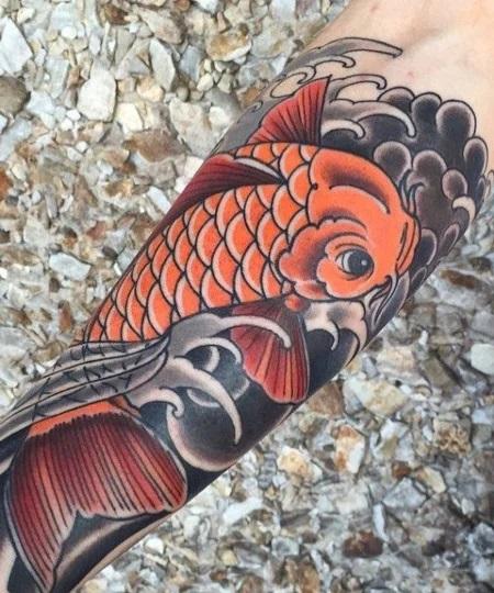 Tatouage d'un poisson koi traditionnel japonais