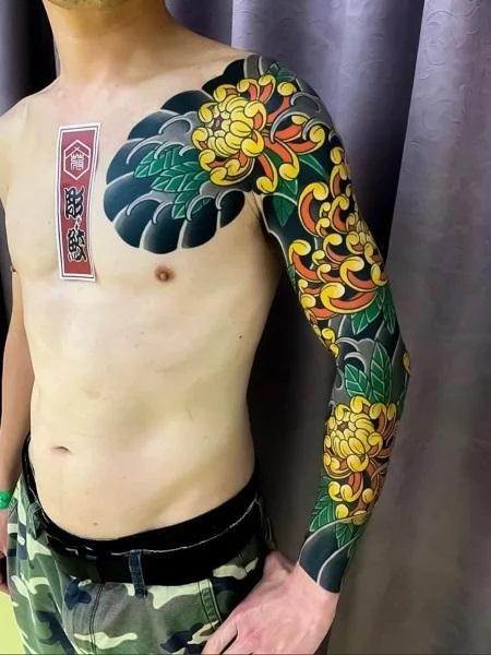 Tatouage japonais en jaune