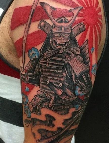 Tatouage soleil et samouraï Asiatique