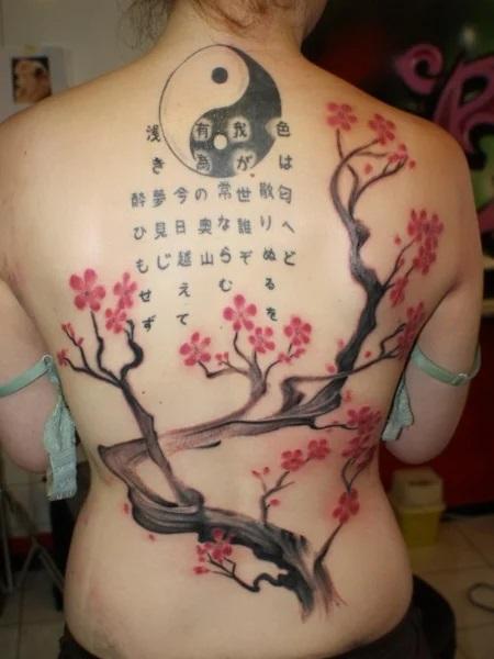 tatouage japonais mots et yin yang
